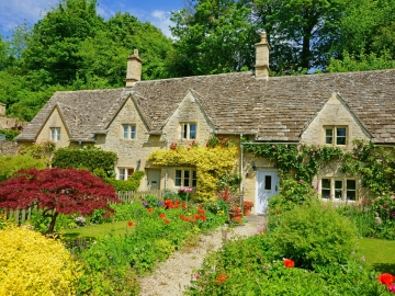 Top 5 Tips For A Low Maintenance Garden